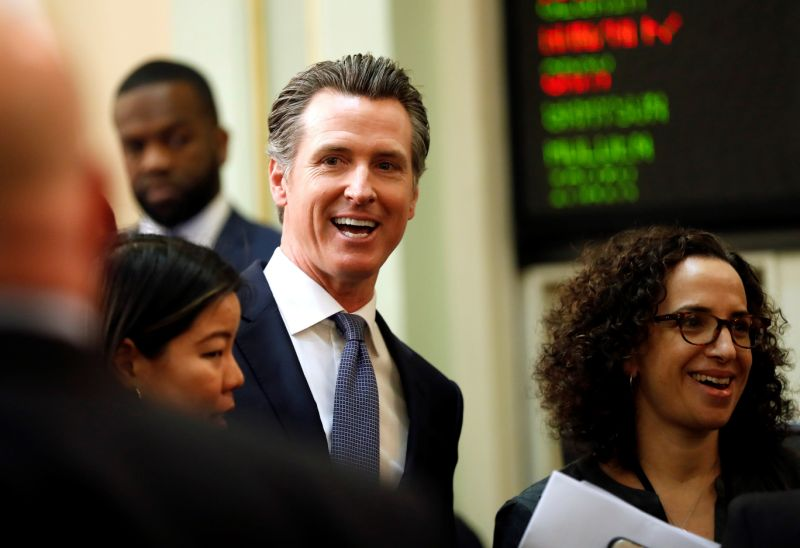 El gobernador de California ve difícil que la NFL inicie a tiempo