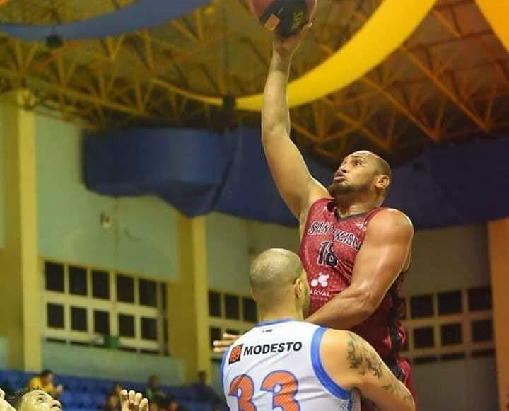 Basquetbolistas dominicanos varados en El Salvador regresan al país