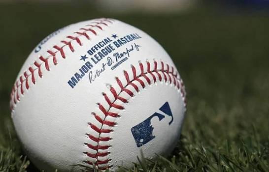 MLB analiza iniciar temporada en sedes entrenamiento y sin público