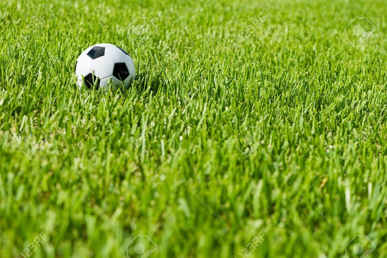 España anuncia pacto para programar regreso fútbol sin establecer fecha