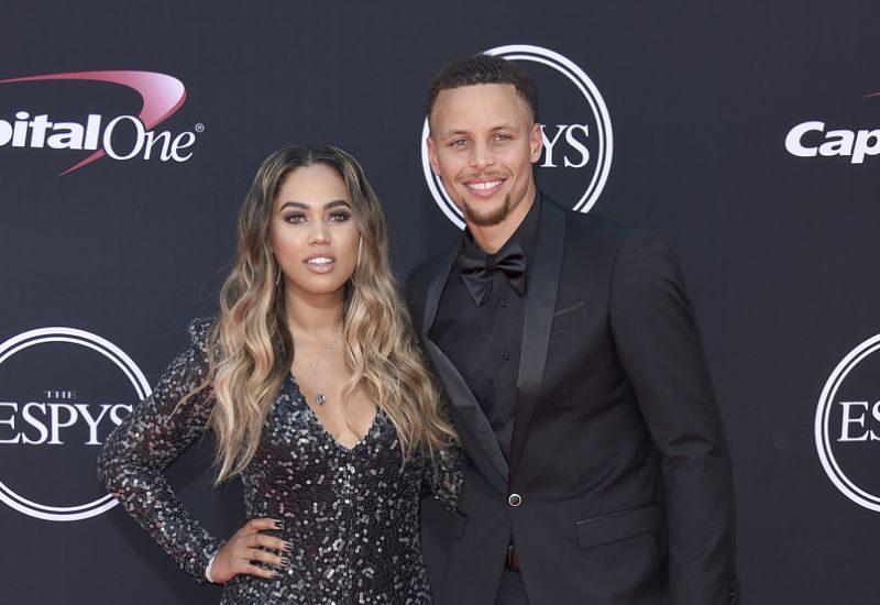 Esposa de Curry es demandada por 10 millones de dolares