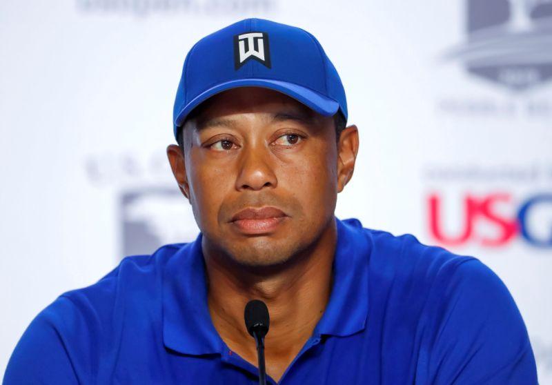 Demandan a Tiger Woods y a un caddie por incidente en un torneo