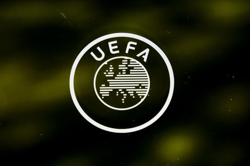 El Ajax critica a la UEFA por alentar reanudación de las competiciones