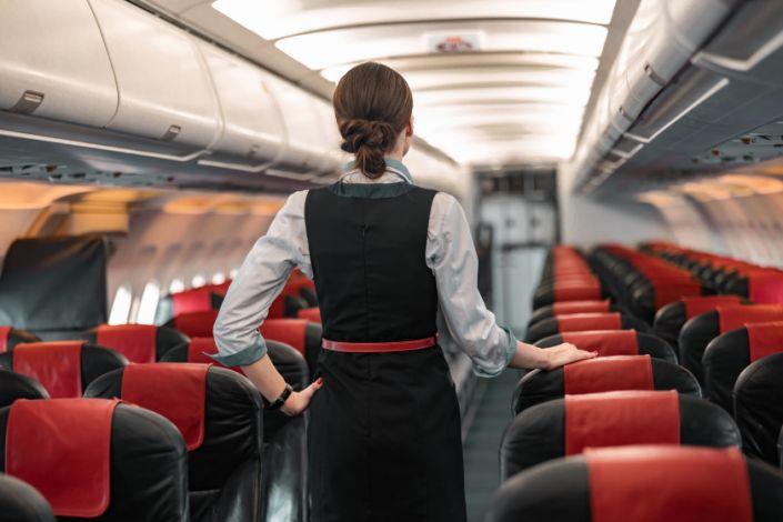Jugador NFL demanda aerolínea por sufrir agresión sexual en un avión