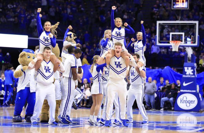 Universidad de Kentucky, sacudida por otro escándalo entrenadores