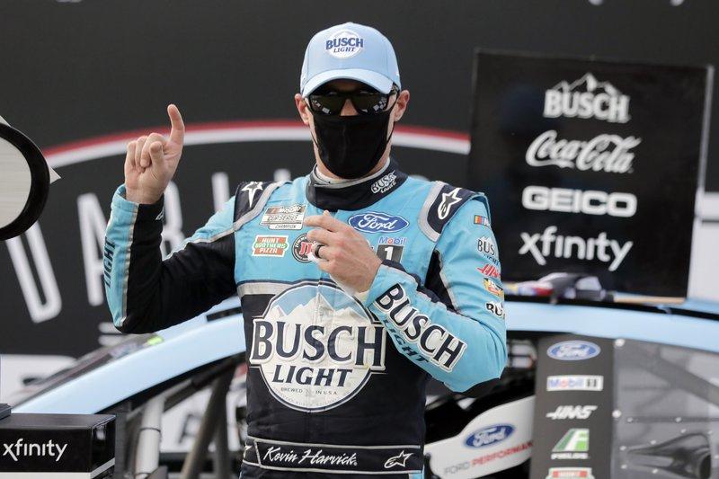 La NASCAR rueda sus autos en estadios vacios