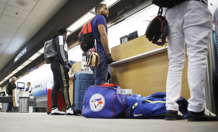 Jugadores desean restricciones más flexibles en propuesta de salud de MLB