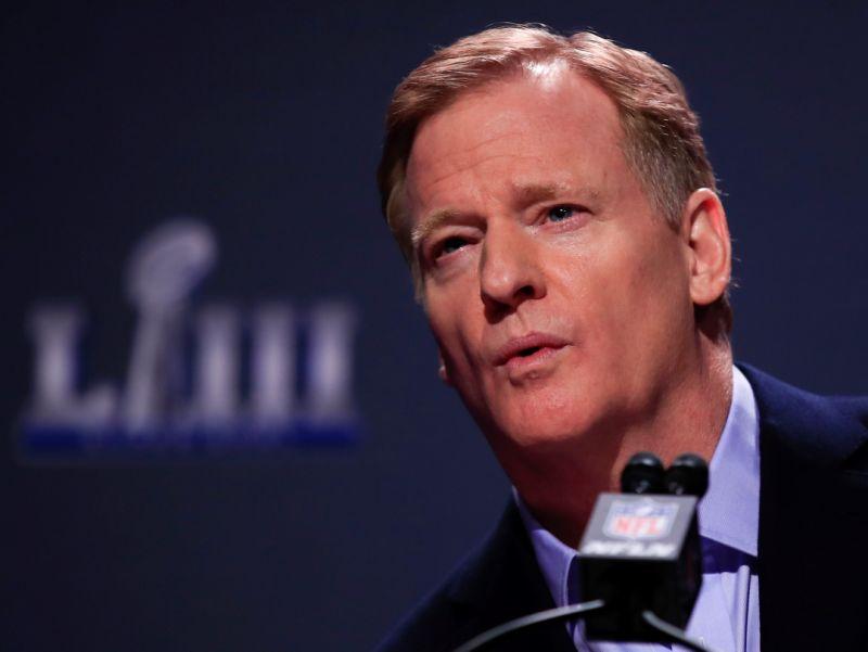NFL considera facilitar contratación de entrenadores de minorías