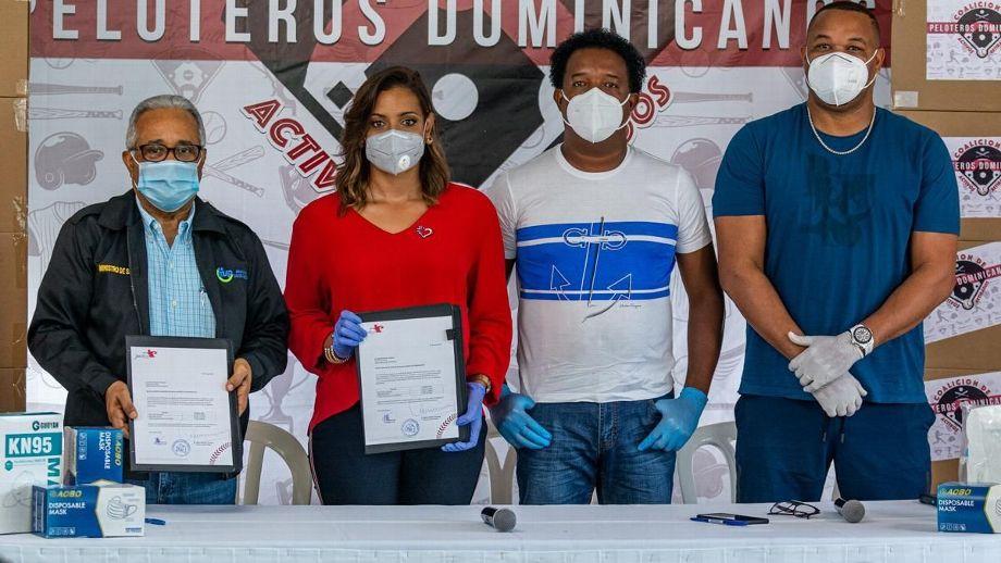 Fundación Pedro Martínez realiza donación de equipos médicos