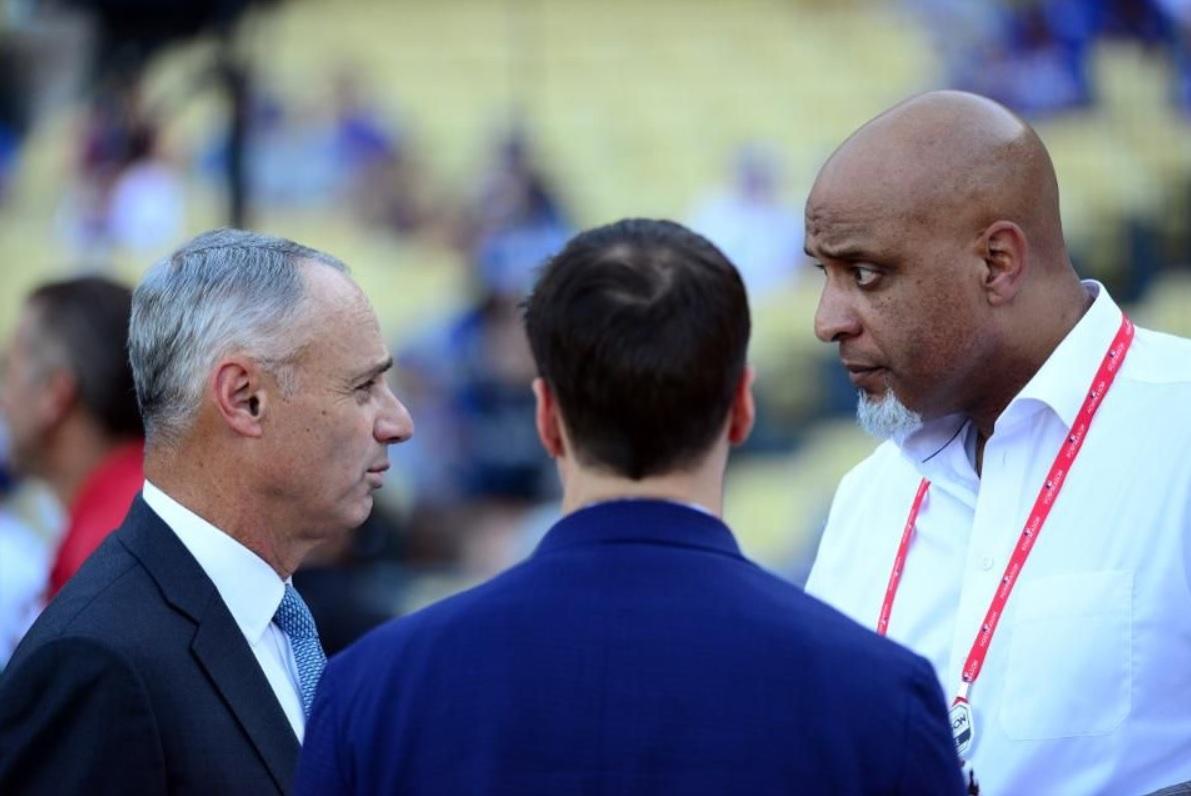 Las Grandes Ligas discutirán con los propietarios el inicio de la temporada