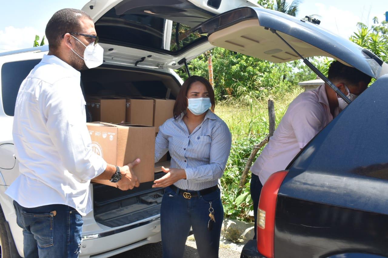 Familia del judo de La Vega entrega kits de alimentos a necesitados