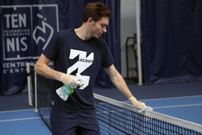 Con dificultad, regresan a entrenar tenistas franceses