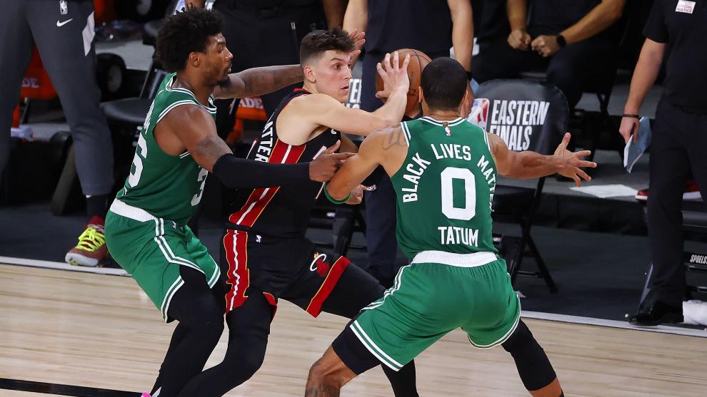 Celtics siguen con vida tras vencer al Heat en quinto de la serie
