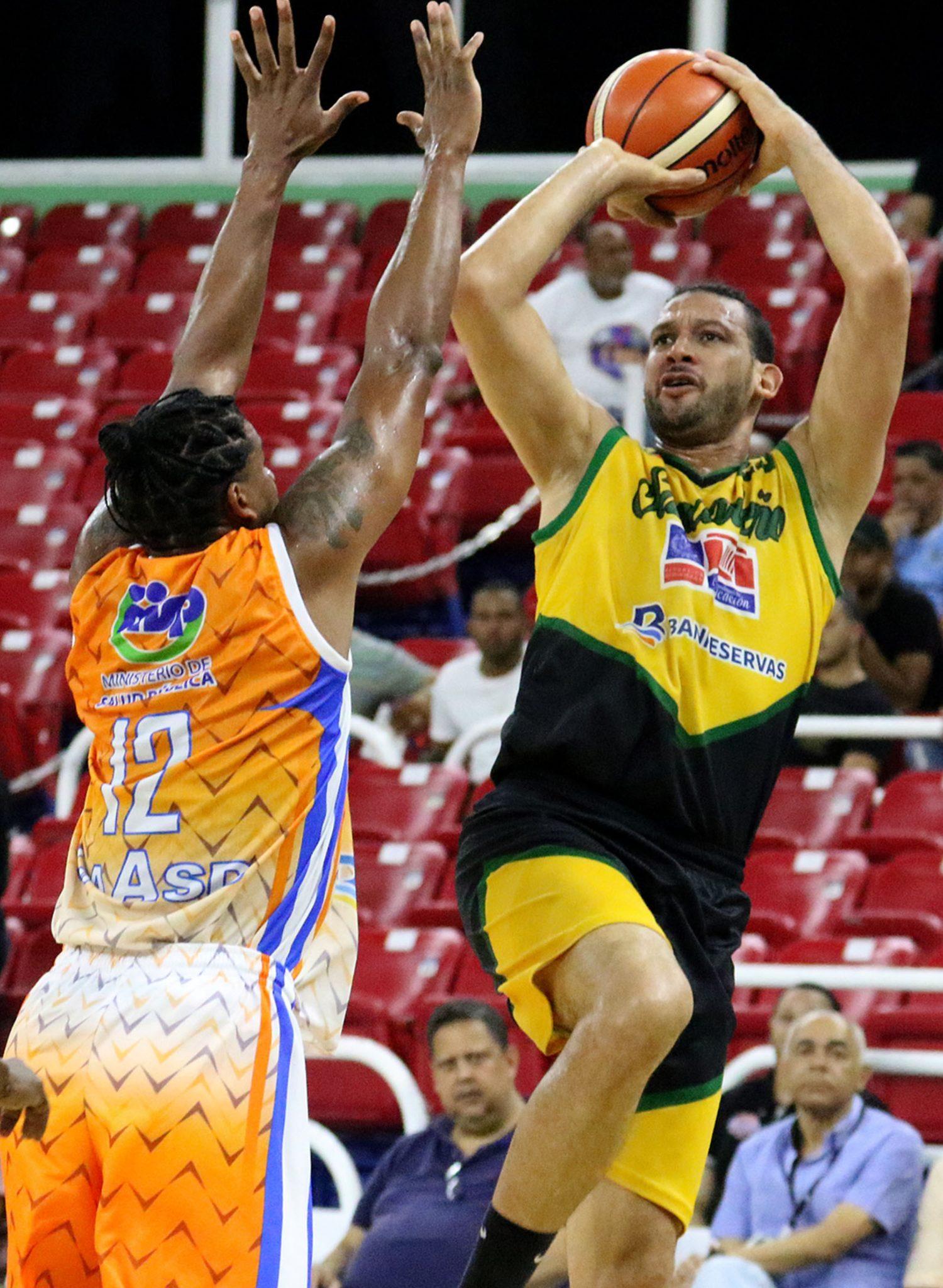 Manuel Guzmán narra vivencias en baloncesto
