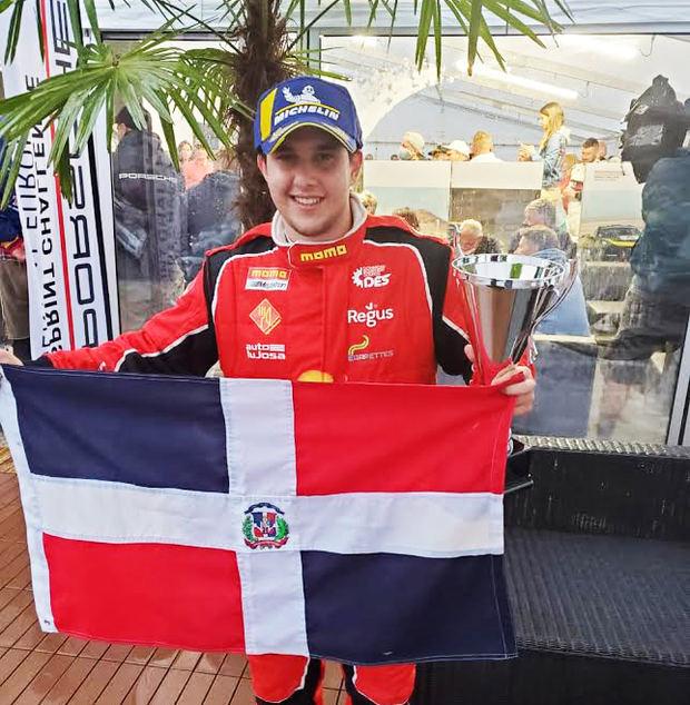 Piloto Jimmy Llibre gana carrera automovilística en Europa