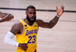 LeBron muestra enojo al no recibir el premio MVP de la NBA