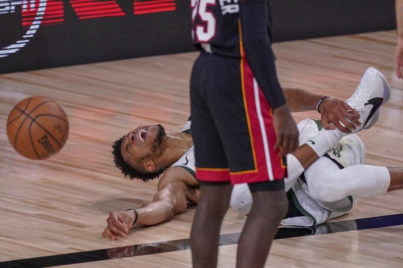 Bucks evitan barrida y vencen al Heat; Lakers empatan serie