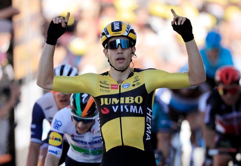 Van Aert gana quinta etapa; Alaphilippe pierde liderato por sanción