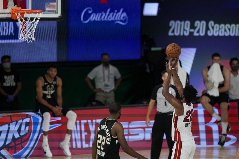Miami resiste y pone la serie 2-0 ante Bucks; Houston avanza