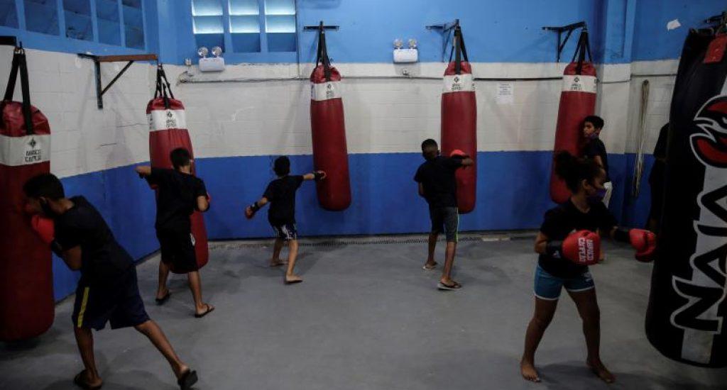 Boxeo y artes marciales, herramientas para prevenir la violencia en las favelas de Río