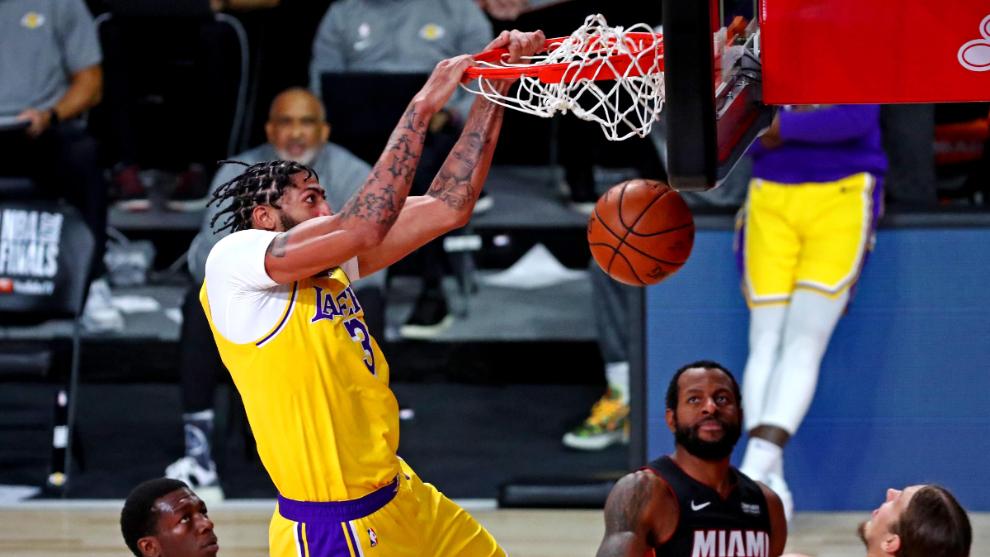 Lakers vence al Heat y se coloca a un triunfo del título de la NBA