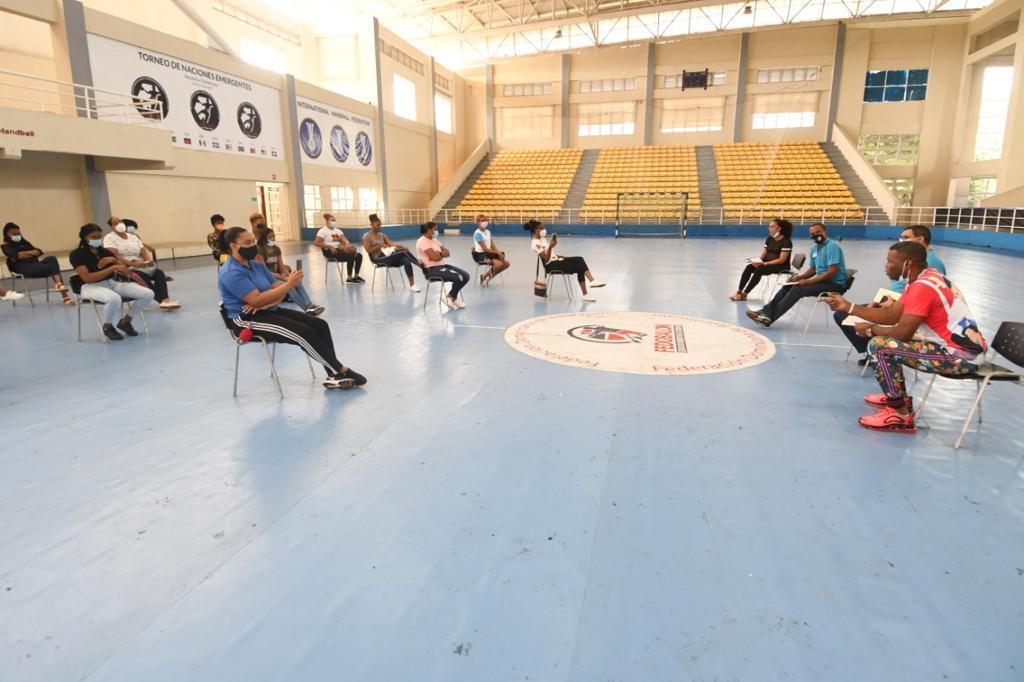 Federación de Balonmano da asistencia a sus atletas, entrenadores y dirigentes