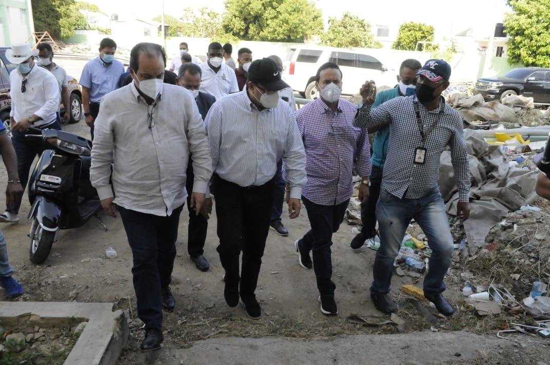 Camacho vuelve a Puerto Plata  para supervisar trabajos en polideportivo