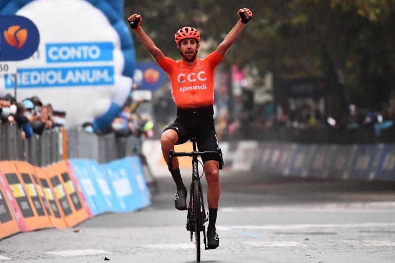 El checo Josef Cerny gana la acortada etapa 19 del Giro de Italia