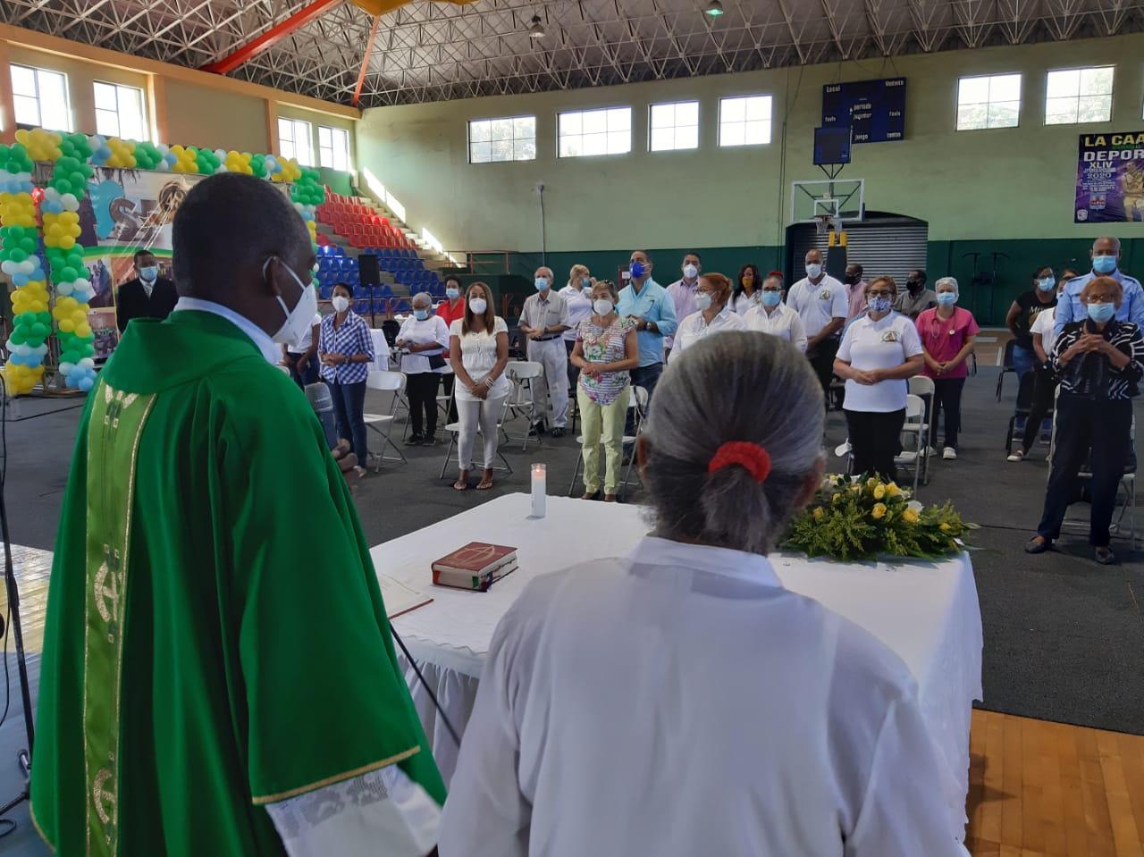 Club San Carlos celebra su 48 aniversario con misa, desfile y una ofrenda floral