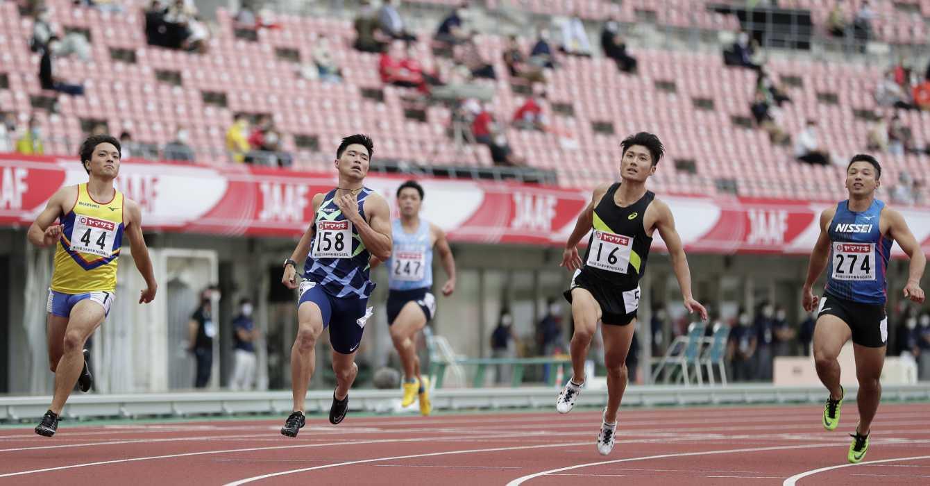 Los aficionados regresan a los estadios en Japón