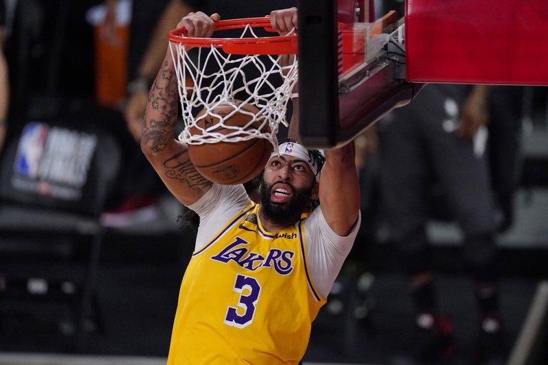 Los Lakers disponen del Heat y se llevan primer partido de la final
