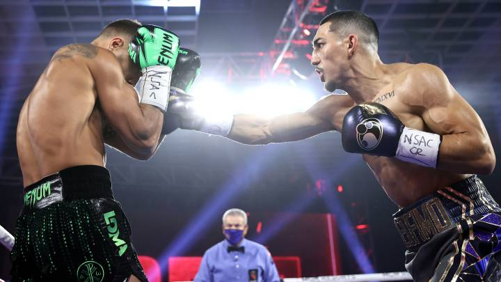 López derrota a Lomachenko y unifica títulos de peso ligero