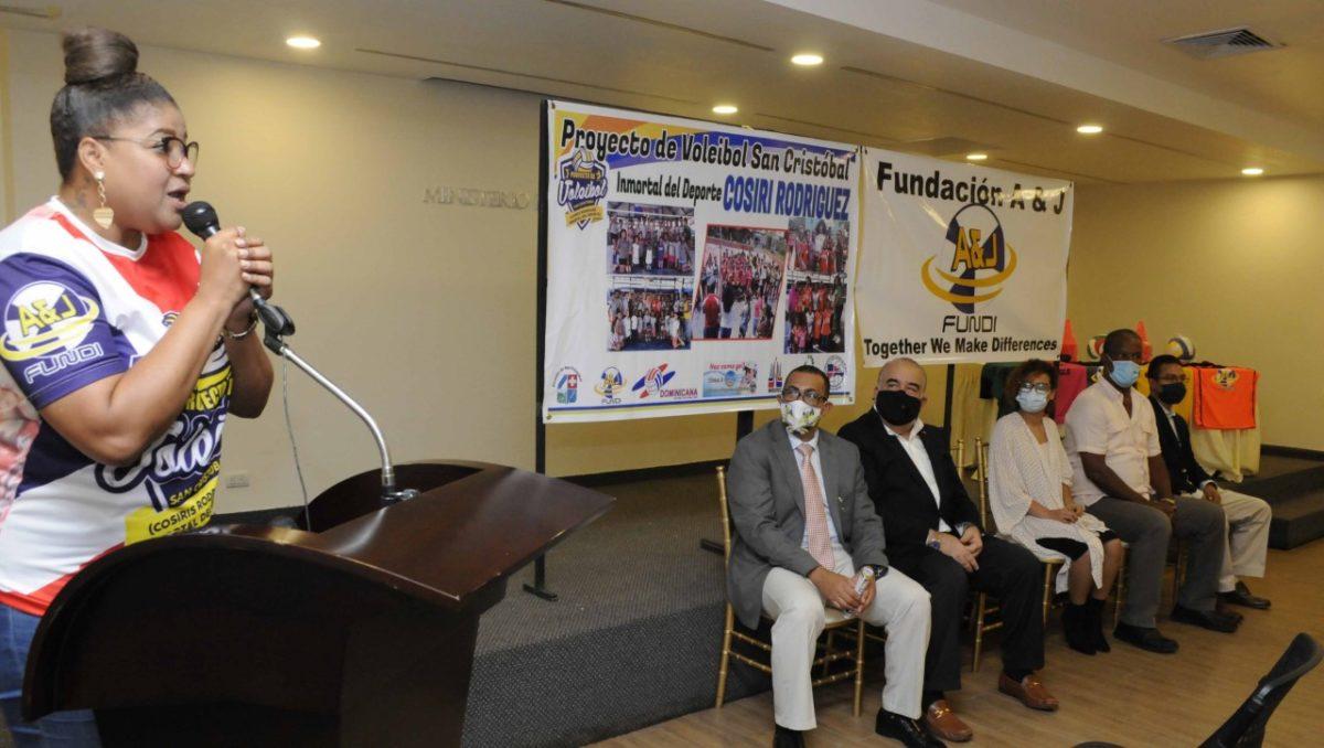 Cosiris Rodríguez lanza el proyecto de voleibol San Cristóbal