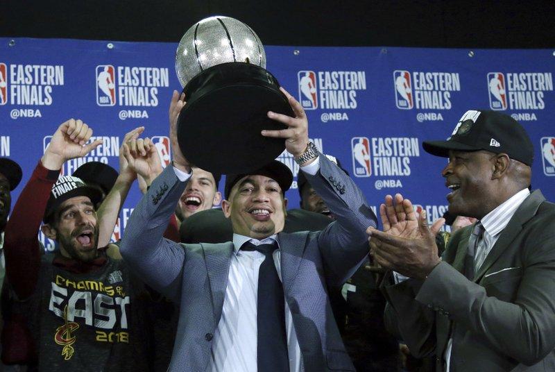 Tyronn Lue acepta ser el próximo entrenador de los Clippers