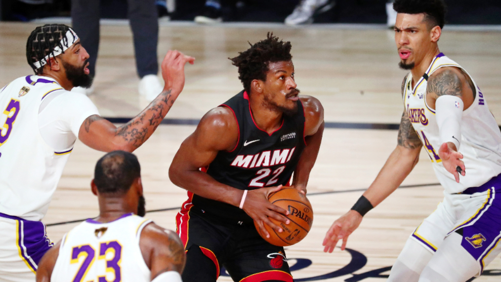 Jimmy Butler se encarga de los Lakers en tercer partido de las Finales