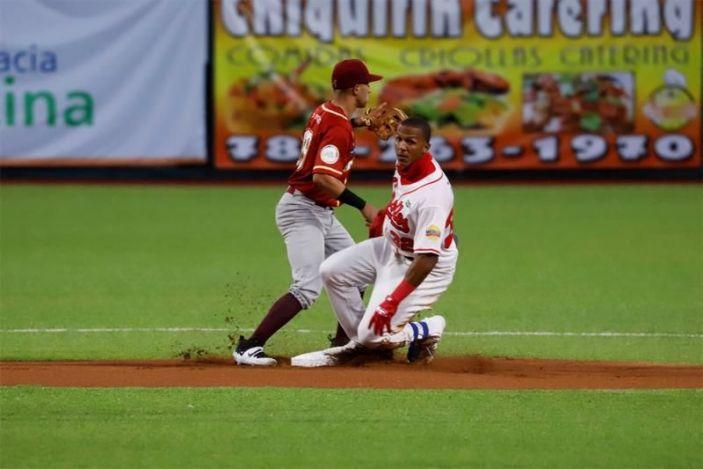 Los Criollos triunfan en primer juego serie final del béisbol Puerto Rico