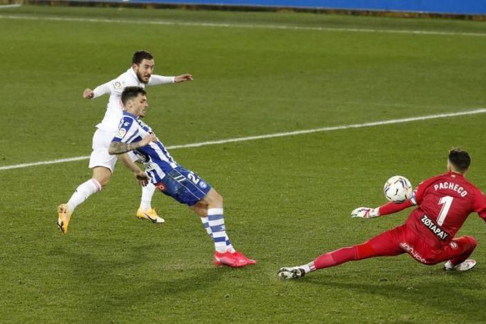El Real Madrid amargó la fiesta centenaria del Alavés con goleada