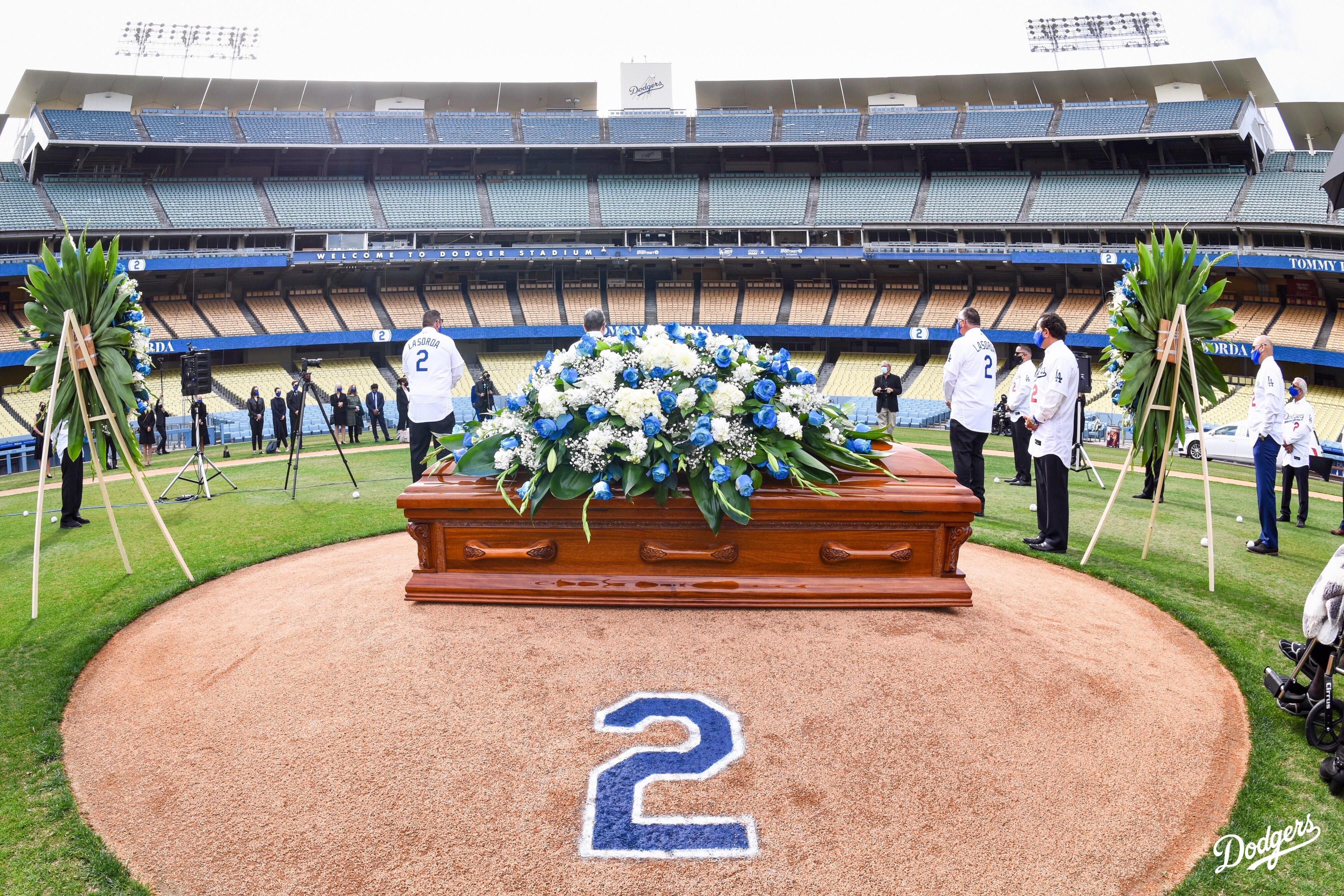 Despiden a Tommy Lasorda con homenaje en Dodger Stadium