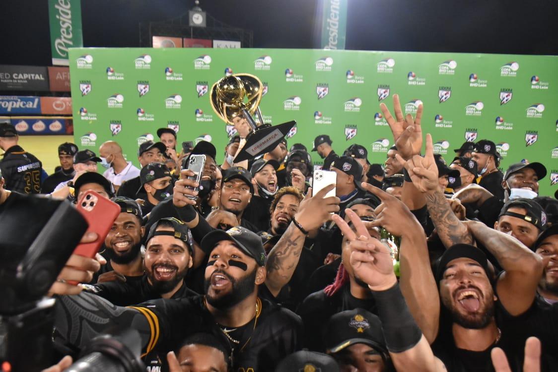Las Águilas Cibaeñas conquistan corona 22 con triunfo ante Gigantes