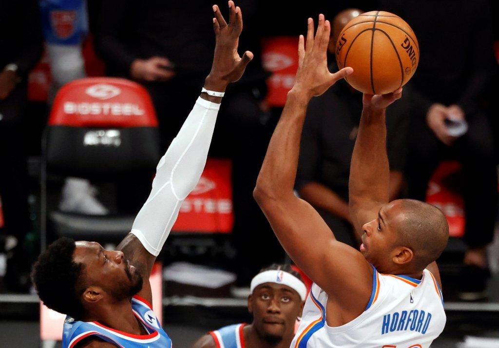 Horford guía a los Thunders; Harris acaba con invicto de Lakers como visitantes