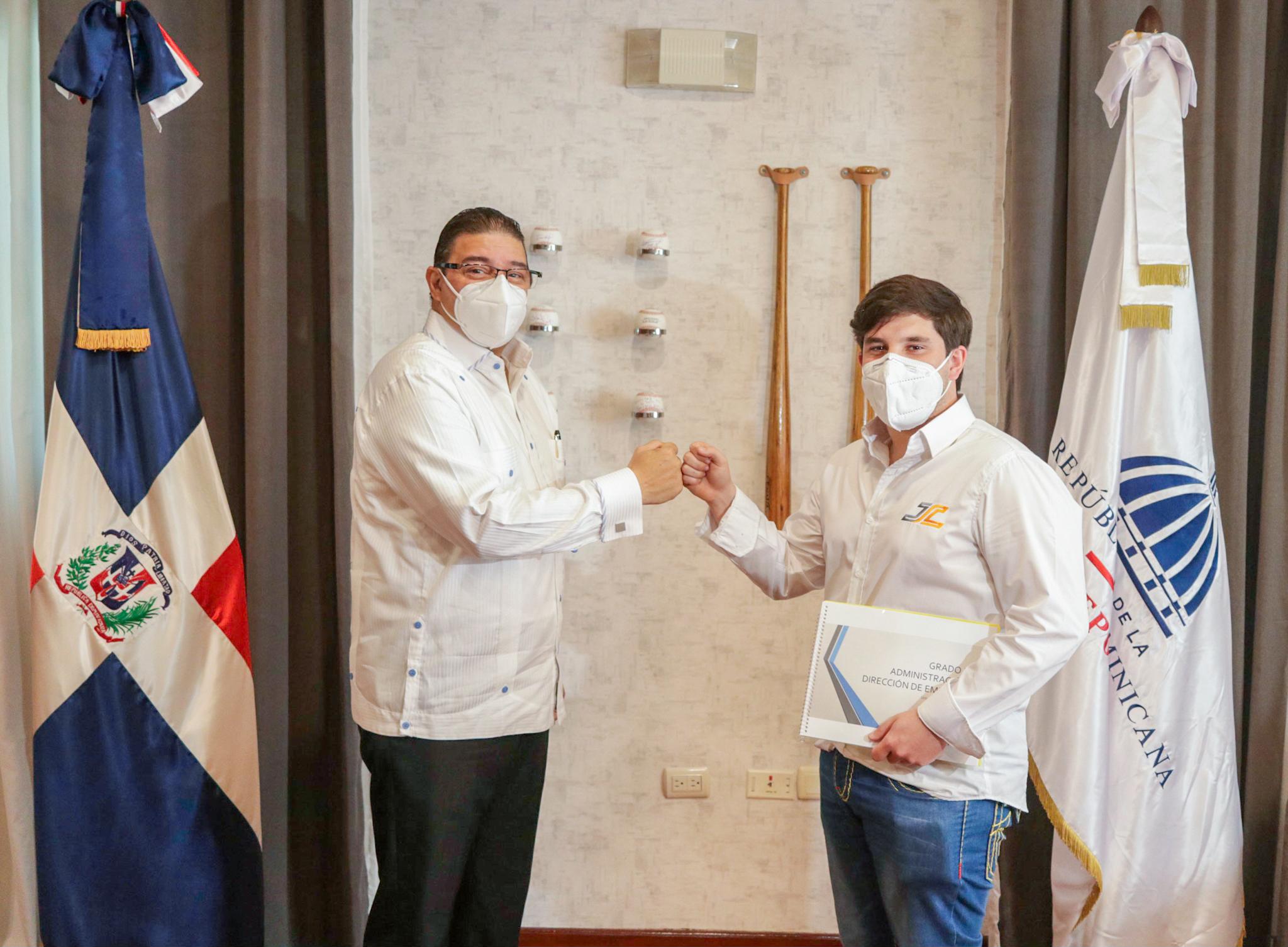 Piloto Jimmy Llibre agradece apoyo  del Miderec por beca para España