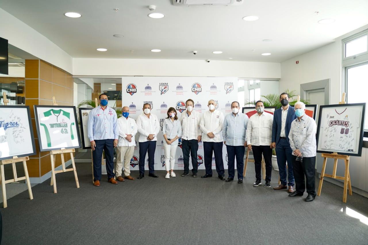 Lidom, Miderec y Comisionado Nacional  de Béisbol reconocen a la embajadora Robin Bernstein