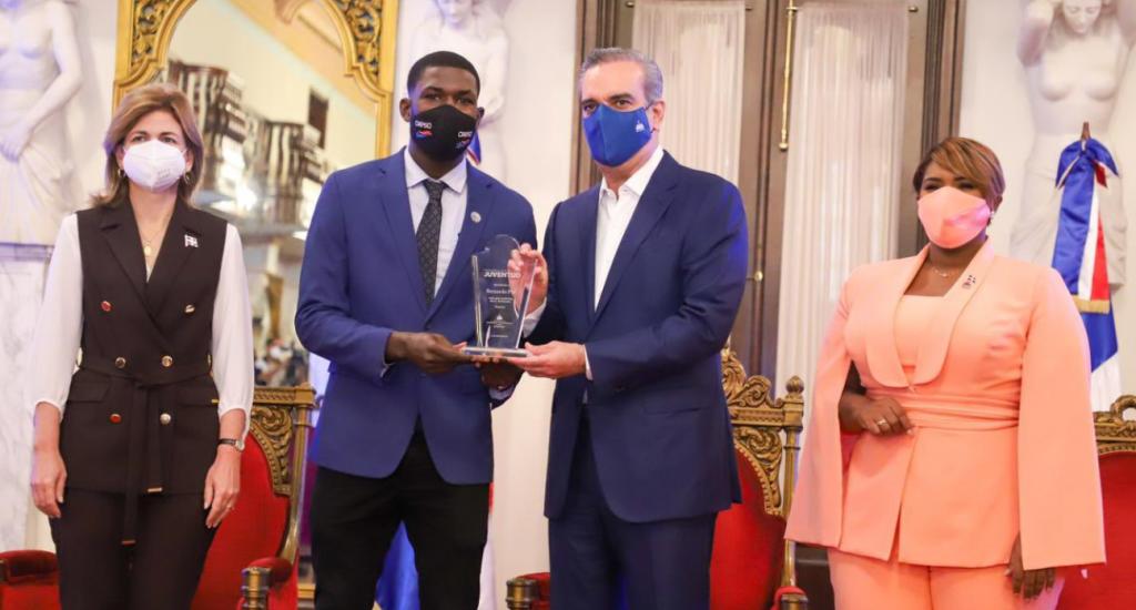 Bernardo Pie recibe Premio Nacional de la Juventud en deportes
