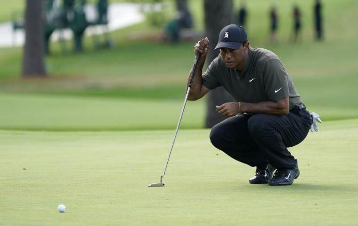 Tiger Woods, operado de la espalda, confía en reaparecer en abril