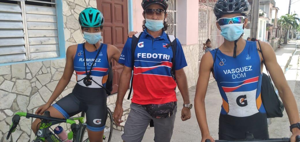 Triatlonistas Vásquez y Ramírez agotan base entrenamiento en Cuba