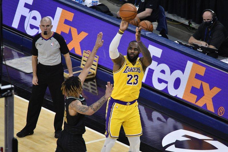 Lakers superan a Memphis; Nets ganan sin Durant; Spurs frenan  mala racha; Denver remonta