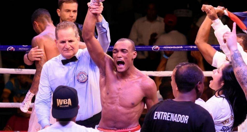 Boxeadores dominicanos con grandes inicios en carrera profesional