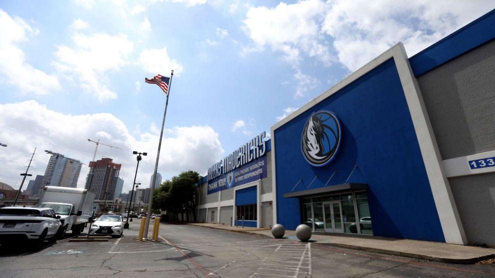 Mavericks cierran instalaciones tras casos positivos de coronavirus