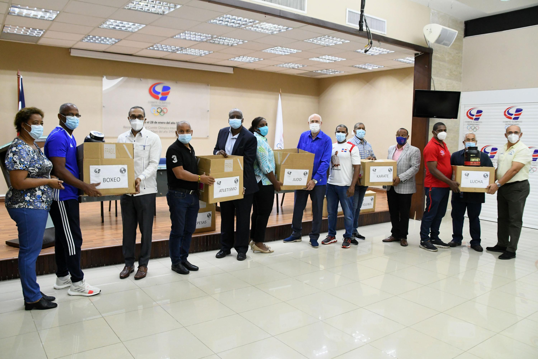 Atletas reciben lote de medicamentos donados por Panam Sports