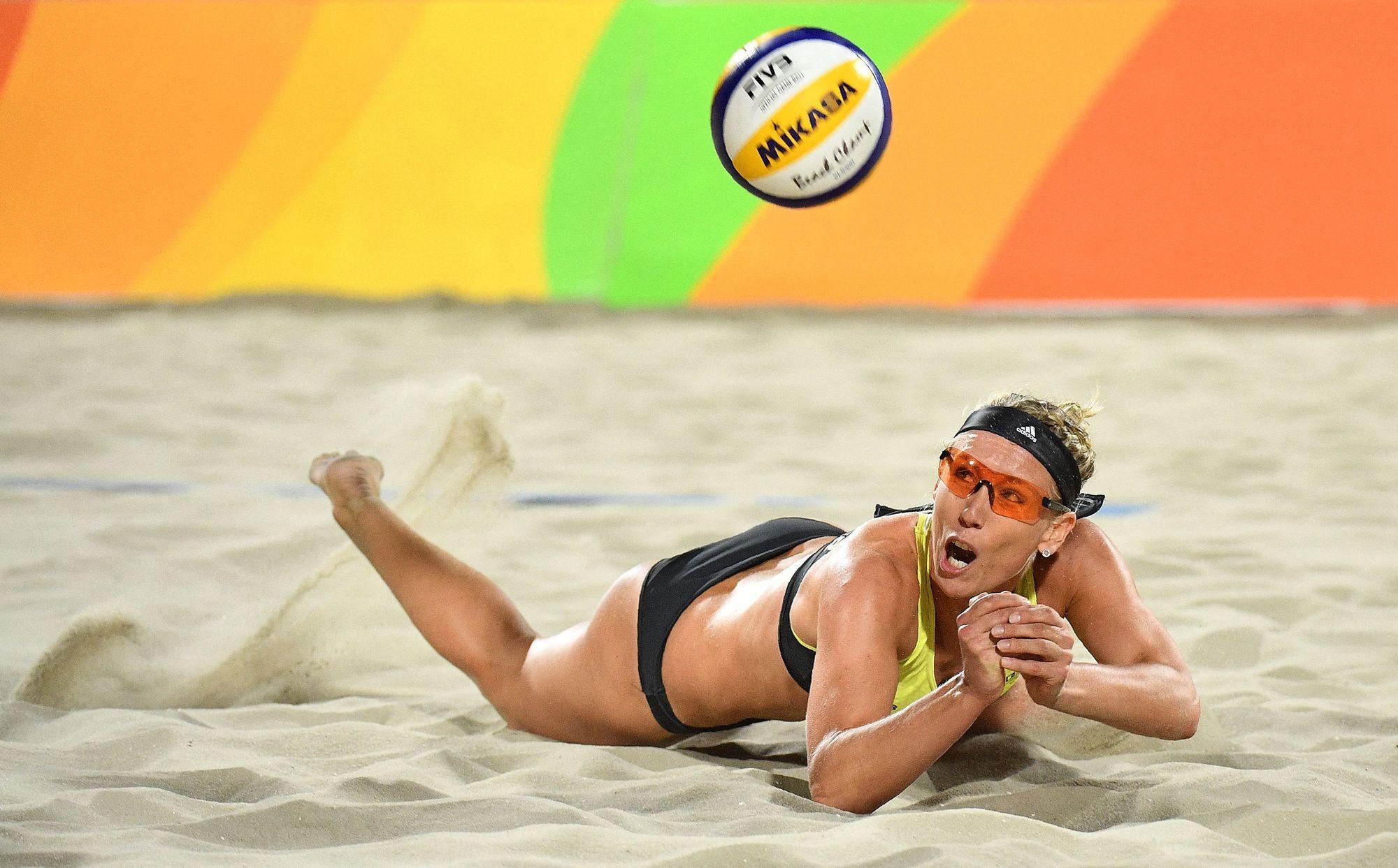 Catar finalmente autoriza los bikinis en su torneo de Vóley-Playa